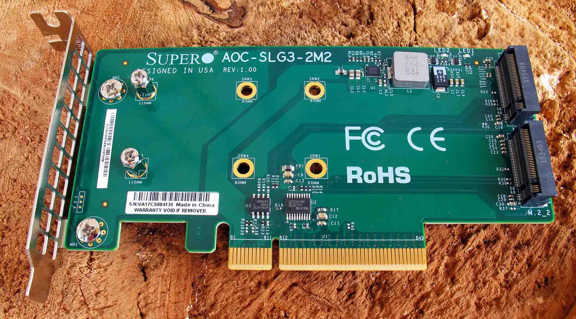 Функциональность процессора и чипсета позволяют обойтись без управляющих контроллеров на борту адаптера Supermicro AOC-SLG3-2M2